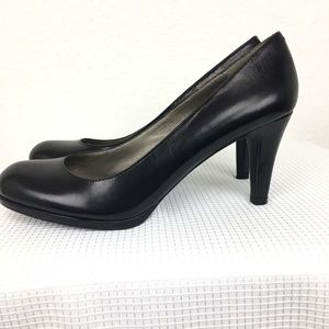 Naturalized N5 Comfort women shoes. Size 71/2M.
